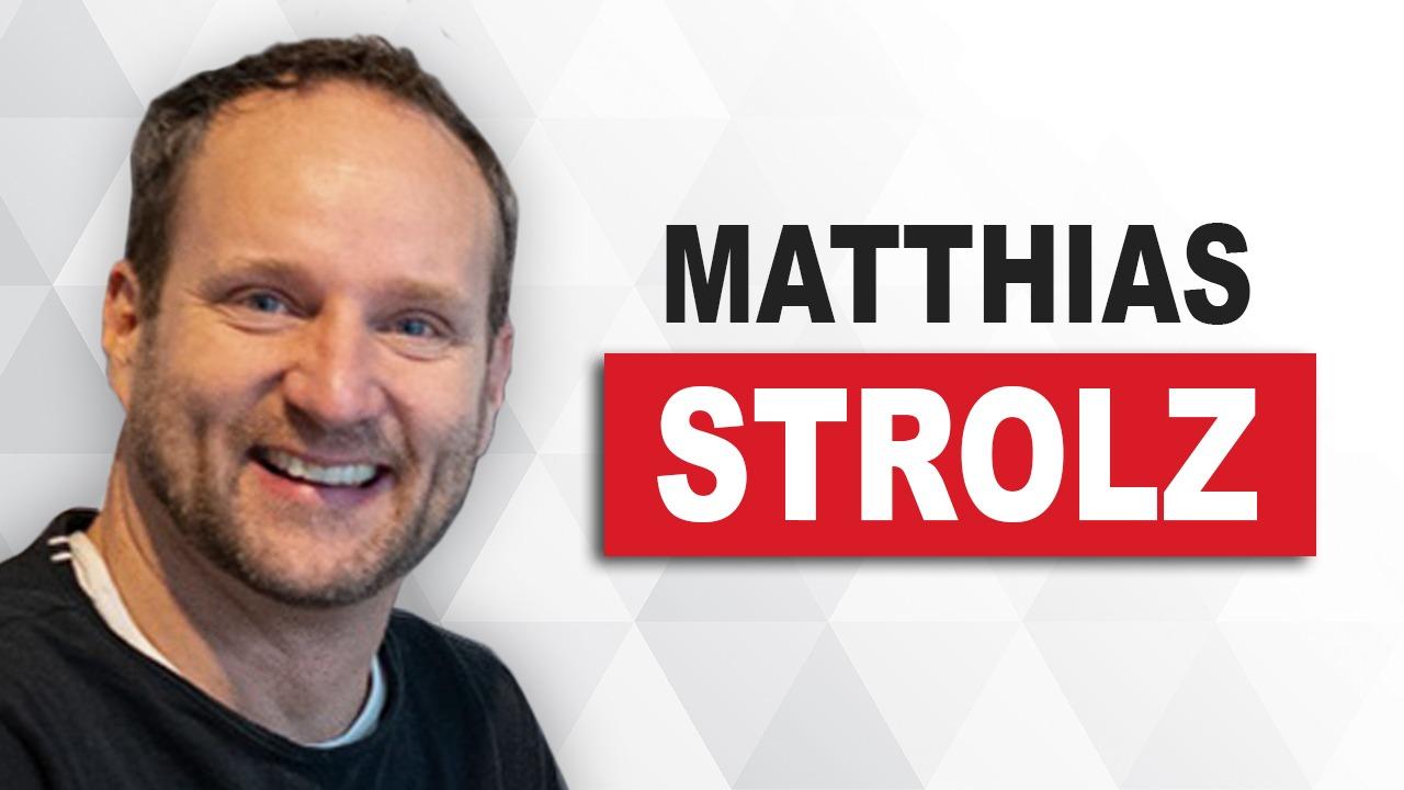 Matthias Strolz neben seinem eigenen Namenszug